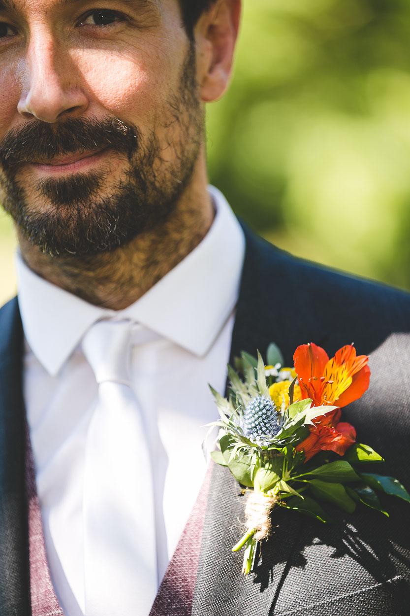 Groom's tie and flower detail